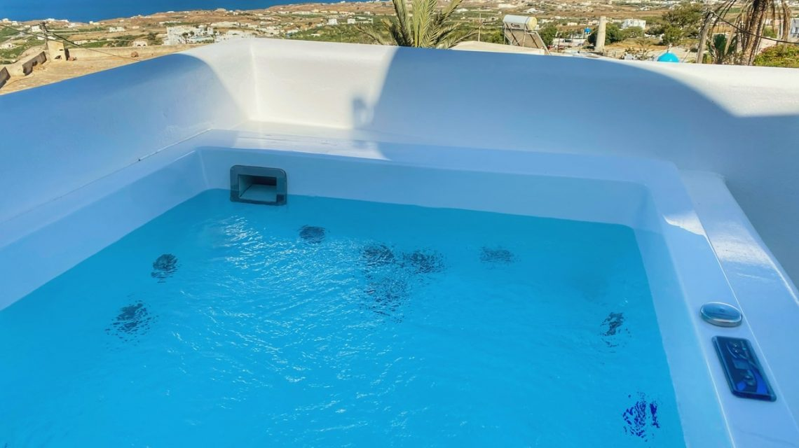 Private heated jacuzzi with unlimited view