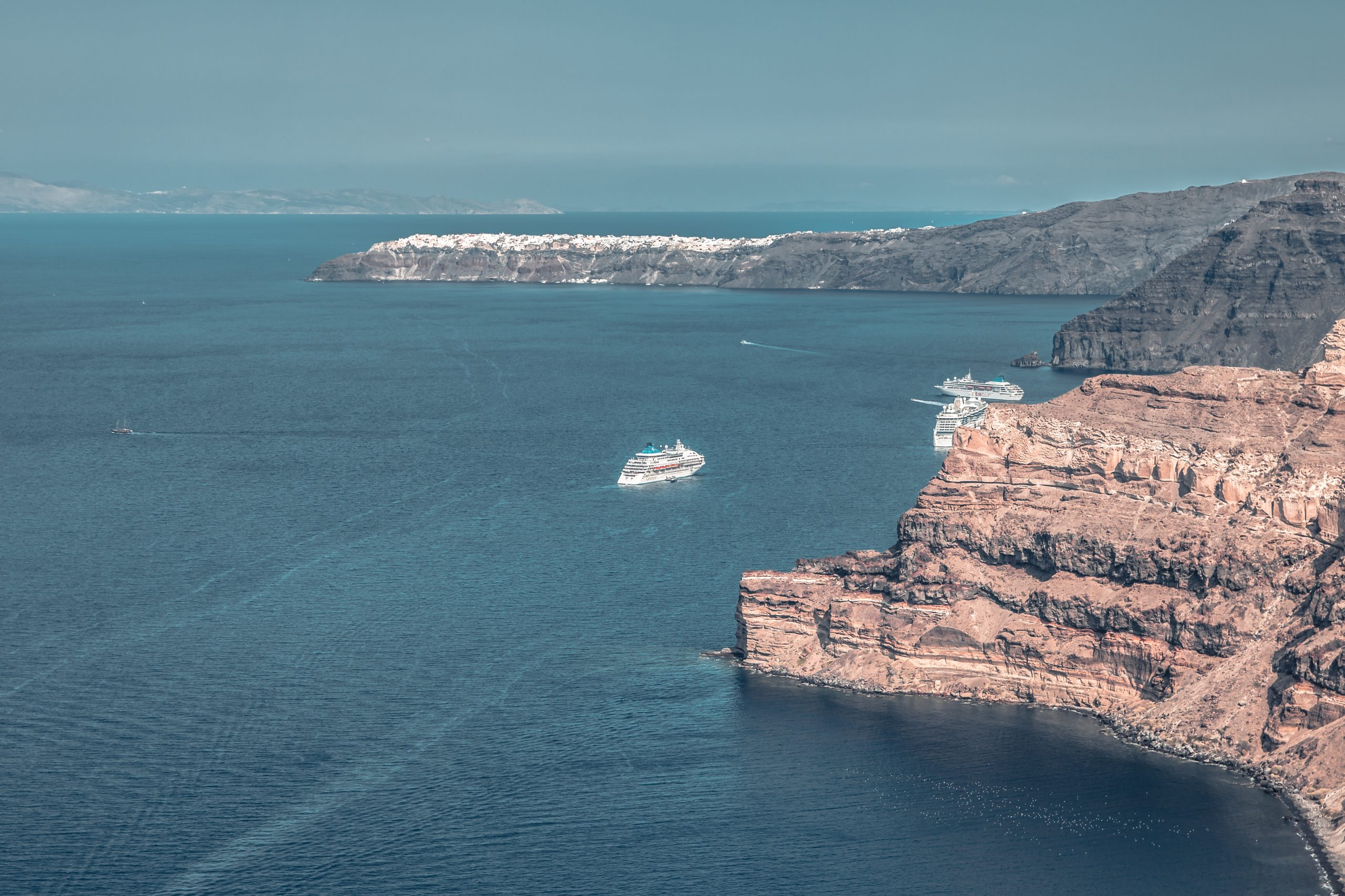 best season to visit island of santorini